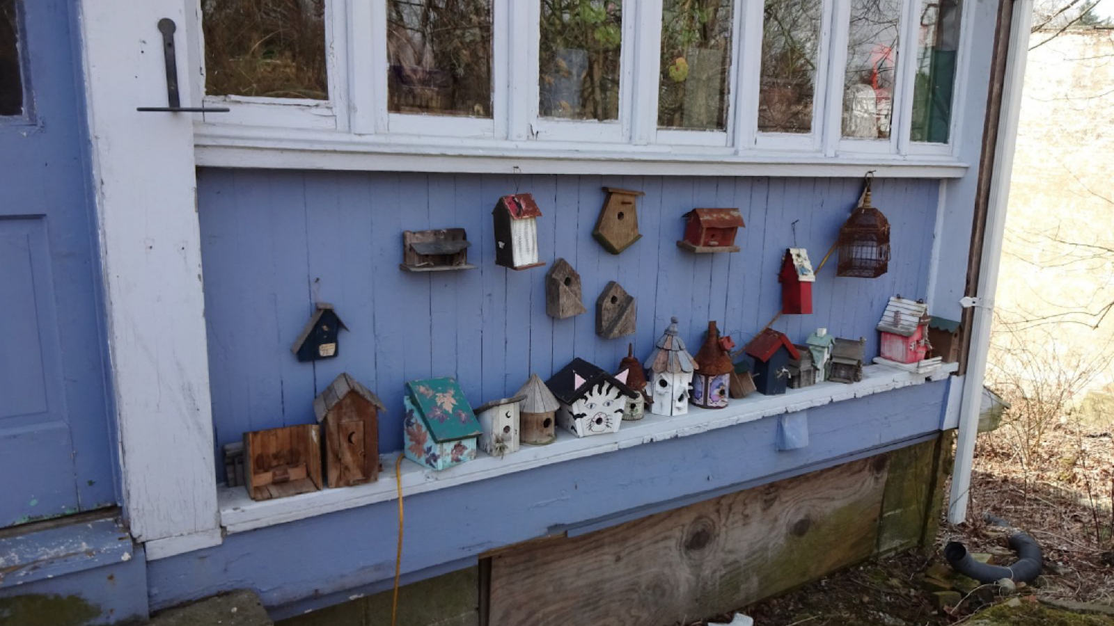 Birdhouses lined along Hariagle Garage porch