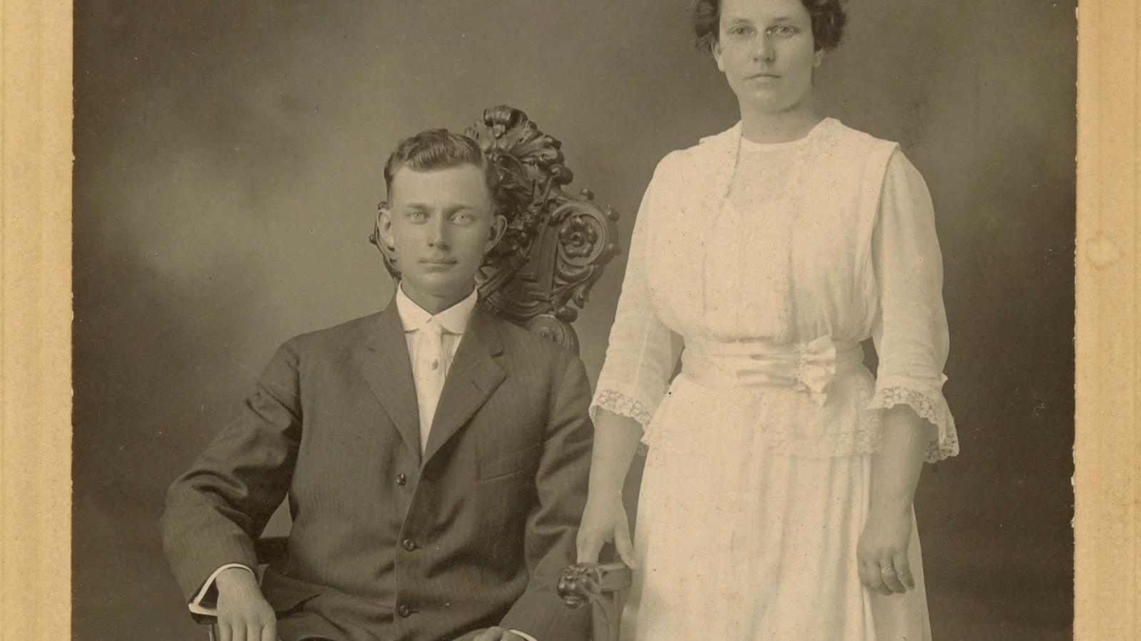 Jacob Lapp (left) and Lenora Hammond (right) in a photograph taken during their courtship (c. 1913).