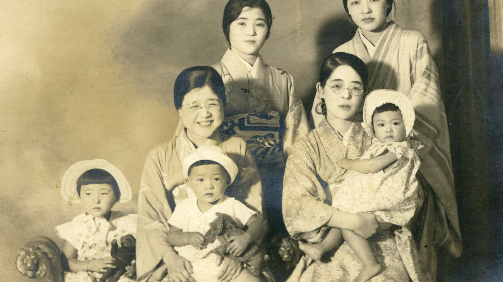 Black and white photo of Sakaoka as baby with family